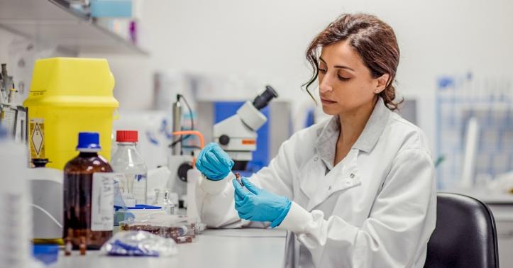 women-in-the-lab-1200X628-facebook